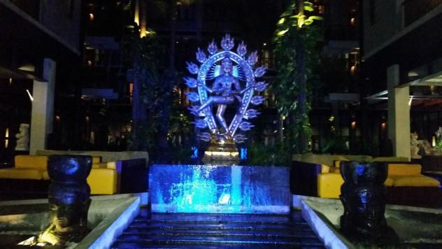 ホテル銅像
